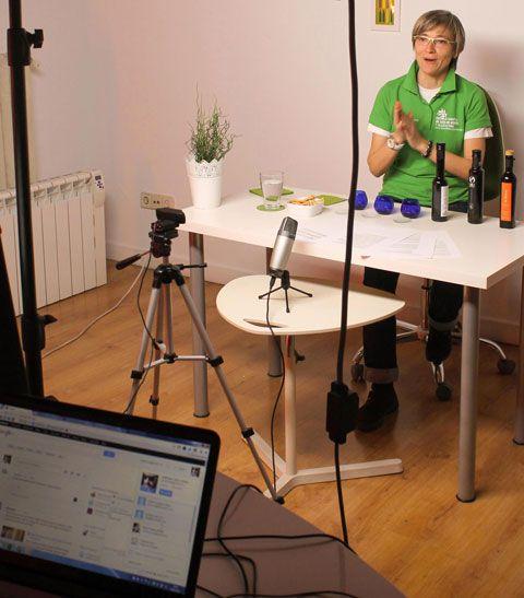 """Primera cata de aceite de oliva virgen extra hecha en España a través de la tecnología de Google + """"Hangout"""""""