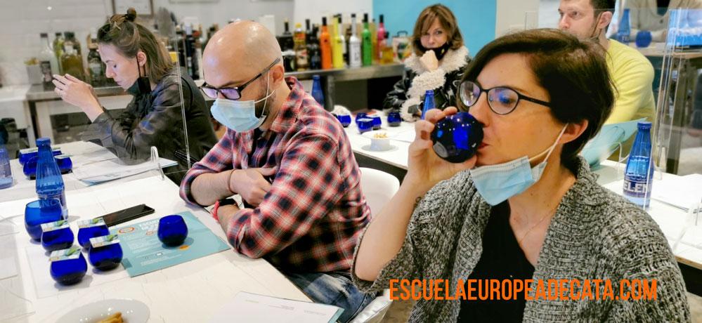 cata-de-aceites-de-oliva_escuelaeuropeadecata_10-abril-2021