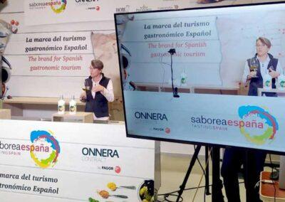 Mar Luna en Madrid Fusión hablando de Aceites de Oliva Virgen Extra